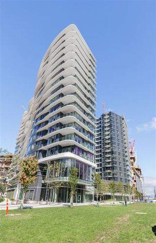 """Photo 15: 1720 68 SMITHE Street in Vancouver: Downtown VW Condo for sale in """"ONE PACIFIC"""" (Vancouver West)  : MLS®# R2401692"""