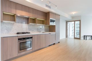 """Photo 6: 1720 68 SMITHE Street in Vancouver: Downtown VW Condo for sale in """"ONE PACIFIC"""" (Vancouver West)  : MLS®# R2401692"""