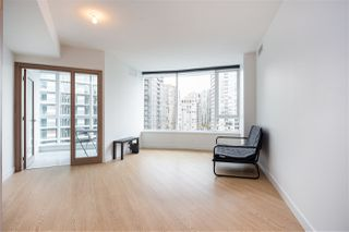 """Photo 2: 1720 68 SMITHE Street in Vancouver: Downtown VW Condo for sale in """"ONE PACIFIC"""" (Vancouver West)  : MLS®# R2401692"""