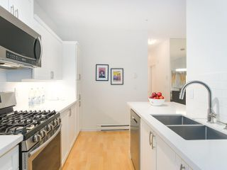 """Photo 11: 107 2688 VINE Street in Vancouver: Kitsilano Townhouse for sale in """"THE TREO"""" (Vancouver West)  : MLS®# R2406674"""