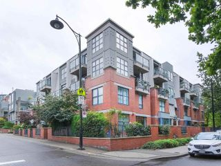 "Main Photo: 107 2688 VINE Street in Vancouver: Kitsilano Condo for sale in ""THE TREO"" (Vancouver West)  : MLS®# R2406674"