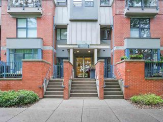 """Photo 2: 107 2688 VINE Street in Vancouver: Kitsilano Townhouse for sale in """"THE TREO"""" (Vancouver West)  : MLS®# R2406674"""