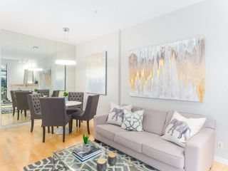 """Photo 4: 107 2688 VINE Street in Vancouver: Kitsilano Townhouse for sale in """"THE TREO"""" (Vancouver West)  : MLS®# R2406674"""