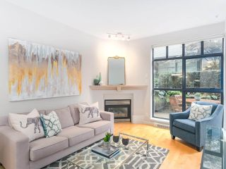 """Photo 3: 107 2688 VINE Street in Vancouver: Kitsilano Townhouse for sale in """"THE TREO"""" (Vancouver West)  : MLS®# R2406674"""