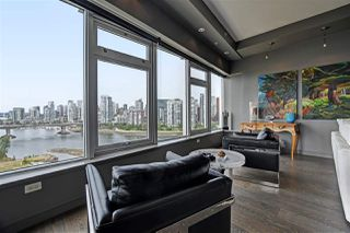 "Photo 5: 1102 181 ATHLETES Way in Vancouver: False Creek Condo for sale in ""CANADA HOUSE"" (Vancouver West)  : MLS®# R2414013"