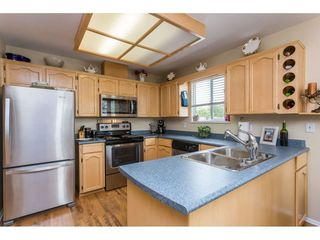 """Photo 6: 45 19649 53 Avenue in Langley: Langley City Townhouse for sale in """"Huntsfield Green"""" : MLS®# R2394879"""