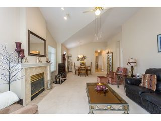 """Photo 10: 45 19649 53 Avenue in Langley: Langley City Townhouse for sale in """"Huntsfield Green"""" : MLS®# R2394879"""