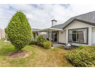 """Photo 2: 45 19649 53 Avenue in Langley: Langley City Townhouse for sale in """"Huntsfield Green"""" : MLS®# R2394879"""