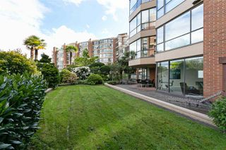 "Photo 13: 105 1470 PENNYFARTHING Drive in Vancouver: False Creek Condo for sale in ""HARBOUR COVE II"" (Vancouver West)  : MLS®# R2452331"