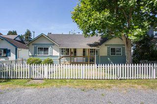 "Photo 3: 2831 GORDON Avenue in Surrey: Crescent Bch Ocean Pk. House for sale in ""Crescent Beach"" (South Surrey White Rock)  : MLS®# R2476389"
