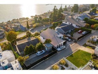 Photo 5: 15411 COLUMBIA Avenue: White Rock House for sale (South Surrey White Rock)  : MLS®# R2482813