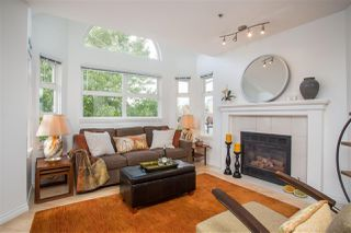 """Photo 2: 402 1515 E 6TH Avenue in Vancouver: Grandview Woodland Condo for sale in """"Woodland Terrace"""" (Vancouver East)  : MLS®# R2511230"""