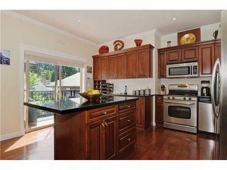 Photo 2: 3123 SUNNYHURST RD in North Vancouver: Lynn Valley House for sale : MLS®# V904323