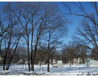 Photo 3: 448 BROCK Street in WINNIPEG: River Heights / Tuxedo / Linden Woods Residential for sale (South Winnipeg)  : MLS®# 2803760