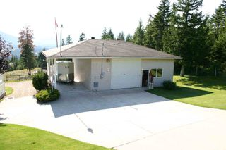 Photo 2: 3410 Roberge Place in Tappen: Acreage with home Residential Detached for sale : MLS®# 9218732