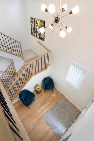 Photo 12: 21 Crestbrook Way SW in Calgary: Crestmont Detached for sale : MLS®# A1018411