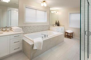Photo 2: 21 Crestbrook Way SW in Calgary: Crestmont Detached for sale : MLS®# A1018411