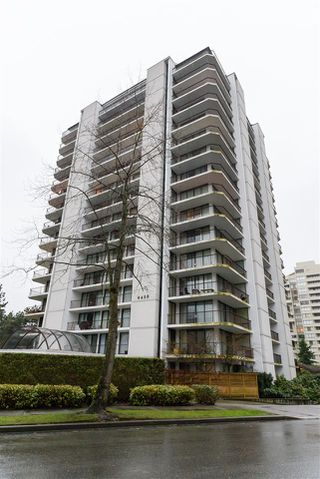 "Main Photo: 1501 6455 WILLINGDON Avenue in Burnaby: Metrotown Condo for sale in ""PARKSIDE MANOR"" (Burnaby South)  : MLS®# R2415194"