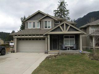 Photo 1: 65987 OGILVIEW Drive in Hope: Hope Kawkawa Lake House for sale : MLS®# R2443897