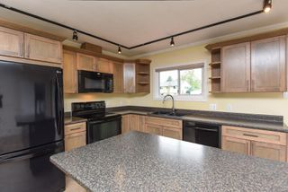 Photo 2: 2135 Willemar Ave in : CV Courtenay City House for sale (Comox Valley)  : MLS®# 856349