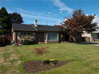 Photo 1: 1391 WHITEWOOD PL in North Vancouver: Norgate House for sale : MLS®# V848028
