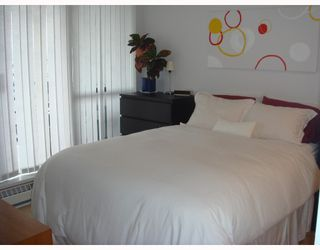 """Photo 4: 704-124 W 1st Street in North_Vancouver: Lower Lonsdale Condo for sale in """"THE Q"""" (North Vancouver)  : MLS®# V673863"""