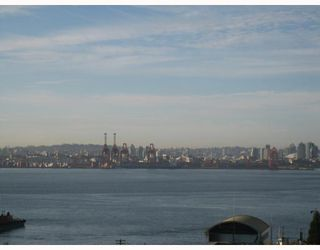 """Photo 7: 704-124 W 1st Street in North_Vancouver: Lower Lonsdale Condo for sale in """"THE Q"""" (North Vancouver)  : MLS®# V673863"""