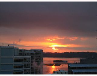 """Photo 9: 704-124 W 1st Street in North_Vancouver: Lower Lonsdale Condo for sale in """"THE Q"""" (North Vancouver)  : MLS®# V673863"""
