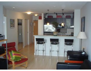 """Photo 2: 704-124 W 1st Street in North_Vancouver: Lower Lonsdale Condo for sale in """"THE Q"""" (North Vancouver)  : MLS®# V673863"""