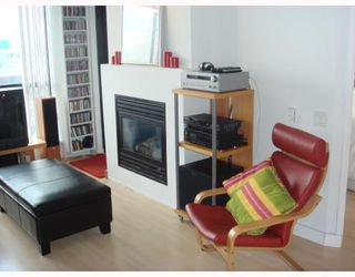"""Photo 3: 704-124 W 1st Street in North_Vancouver: Lower Lonsdale Condo for sale in """"THE Q"""" (North Vancouver)  : MLS®# V673863"""
