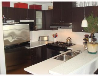 """Photo 1: 704-124 W 1st Street in North_Vancouver: Lower Lonsdale Condo for sale in """"THE Q"""" (North Vancouver)  : MLS®# V673863"""