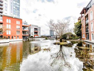 Photo 2: 207 5 RENAISSANCE SQUARE in New Westminster: Quay Condo for sale : MLS®# R2442124