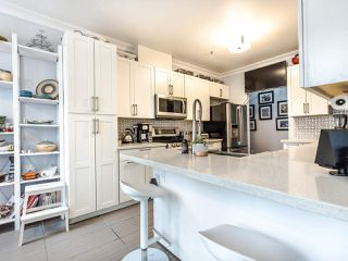 Photo 6: 207 5 RENAISSANCE SQUARE in New Westminster: Quay Condo for sale : MLS®# R2442124