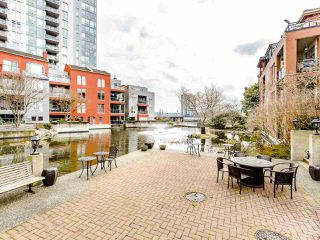 Photo 20: 207 5 RENAISSANCE SQUARE in New Westminster: Quay Condo for sale : MLS®# R2442124