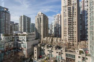 "Photo 10: 1210 939 HOMER Street in Vancouver: Yaletown Condo for sale in ""THE PINNACLE"" (Vancouver West)  : MLS®# R2461082"