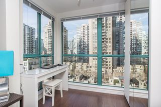 "Photo 6: 1210 939 HOMER Street in Vancouver: Yaletown Condo for sale in ""THE PINNACLE"" (Vancouver West)  : MLS®# R2461082"