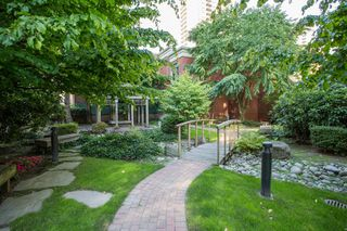 "Photo 15: 1210 939 HOMER Street in Vancouver: Yaletown Condo for sale in ""THE PINNACLE"" (Vancouver West)  : MLS®# R2461082"