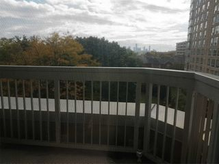 Photo 8: 515 11 Thorncliffe Park Drive in Toronto: Thorncliffe Park Condo for sale (Toronto C11)  : MLS®# C4990593