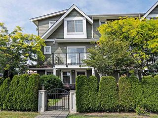 Main Photo: 3 2183 PRAIRIE Avenue in Port Coquitlam: Glenwood PQ Townhouse for sale : MLS®# R2392891