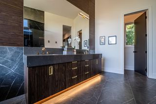 Photo 17: 2432 SOVEREIGN Crescent SW in Calgary: Scarboro/Sunalta West Detached for sale : MLS®# A1054647