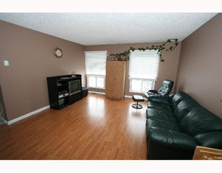 Photo 2:  in CALGARY: Falconridge Residential Detached Single Family for sale (Calgary)  : MLS®# C3256546