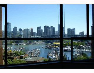 """Photo 1: 801 1450 PENNYFARTHING Drive in Vancouver: False Creek Condo for sale in """"HARBOUR COVE"""" (Vancouver West)  : MLS®# V658879"""