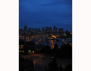 """Photo 2: 801 1450 PENNYFARTHING Drive in Vancouver: False Creek Condo for sale in """"HARBOUR COVE"""" (Vancouver West)  : MLS®# V658879"""