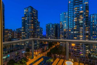 "Photo 10: 1403 928 RICHARDS Street in Vancouver: Yaletown Condo for sale in ""THE SAVOY"" (Vancouver West)  : MLS®# R2461037"