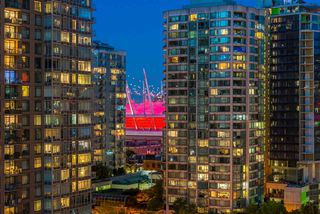 "Photo 14: 1403 928 RICHARDS Street in Vancouver: Yaletown Condo for sale in ""THE SAVOY"" (Vancouver West)  : MLS®# R2461037"