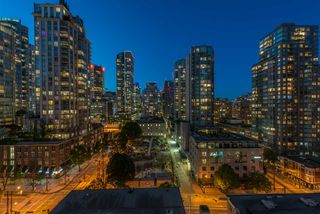 "Photo 11: 1403 928 RICHARDS Street in Vancouver: Yaletown Condo for sale in ""THE SAVOY"" (Vancouver West)  : MLS®# R2461037"