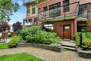 Photo 2: 102 606 SPEED Ave in Victoria: Vi Mayfair Row/Townhouse for sale : MLS®# 844265