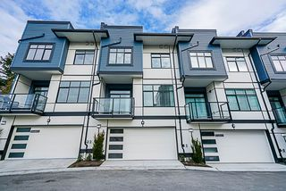 Photo 3: 4 16828 BOXWOOD Drive in Surrey: Fleetwood Tynehead Townhouse for sale : MLS®# R2427285
