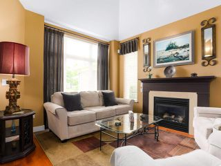 "Photo 3: 28 5300 ADMIRAL Way in Delta: Neilsen Grove Townhouse for sale in ""WOODWARDS LANDING"" (Ladner)  : MLS®# R2469048"