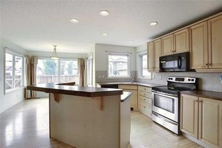 Photo 14: 258 PRESTWICK Close SE in Calgary: McKenzie Towne Detached for sale : MLS®# C4304950